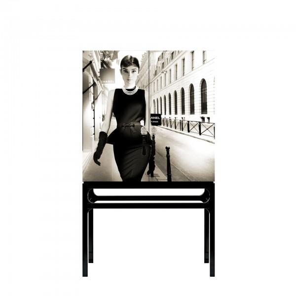 Little Black dress Audrey Hepburn com intervenção artística por Axel Crieger